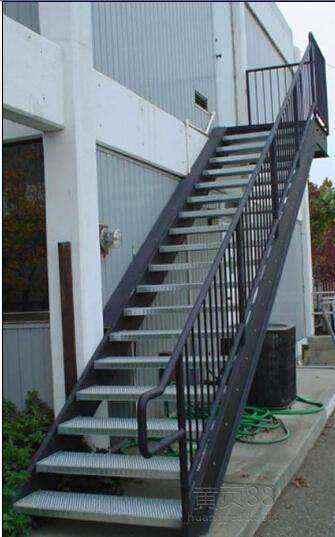 > 钢结构楼梯